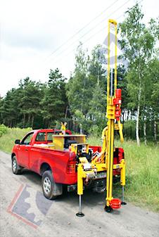 H13S – wiertnica geologiczna na samochodzie terenowym